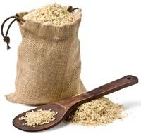 Beutel mit braunem Reis