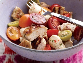 Hühnchen-Caprese-Salat