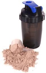 Schokoladenproteinpulver und Shakerflasche