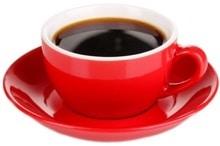 Kaffee in einer roten Tasse