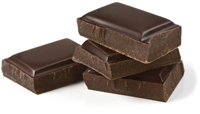 Vier Stücke dunkle Schokolade