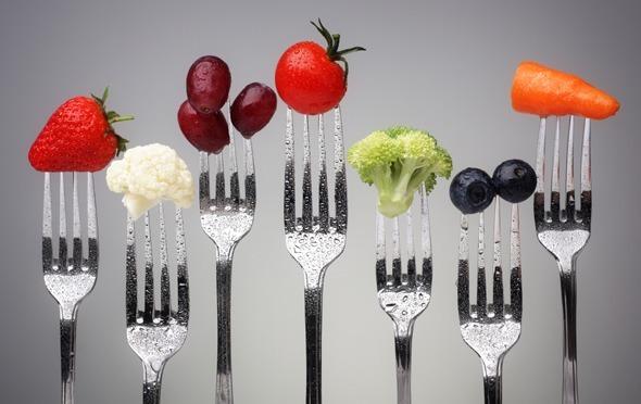 Obst und Gemüse auf Gabeln
