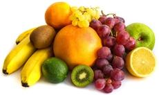 Trauben, Bananen, Kiwi und andere Früchte