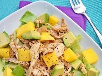 Gewürzter Hühnersalat mit Mango-Avocado