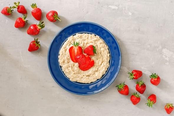 Haferflocken und Erdbeeren
