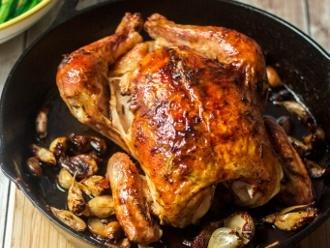 Gebratenes Huhn mit 40 Knoblauchzehen