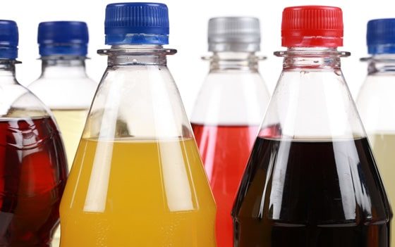Spitzen von Soda-Flaschen
