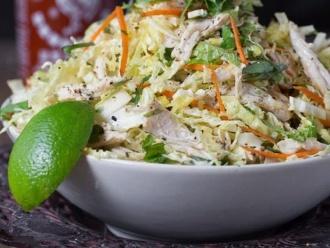 Vietnamesisch inspirierter Hühnchen-Kohl-Salat