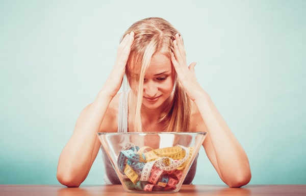 Frau mit Diät enttäuscht